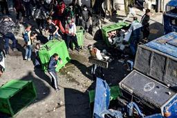 Heurts entre policiers et manifestants au coeur d'Alger