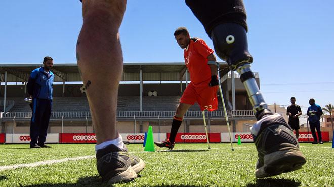 Abdel, amputé de Gaza, a vu sa vie basculer après une blessure par balle: il rêve désormais de devenir aussi célèbre que Lionel Messi (photos)