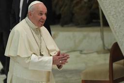 Le pape déplore l'addiction des jeunes à leur téléphone portable