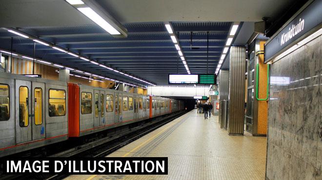 Bruxelles: des jeunes provoquent un incendie dans une rame de métro