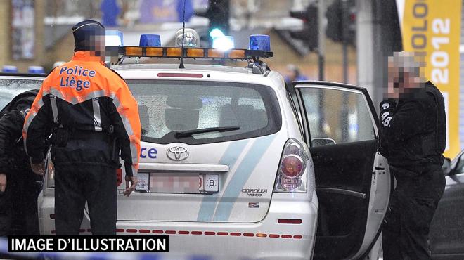 Plusieurs téléphones, beaucoup d'argent et des produits stupéfiants: deux personnes arrêtées pour trafic dans le Carré à Liège