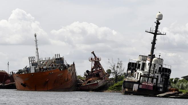 Les bateaux échoués dans la lagune de Lagos sources de trafic et d'une énorme problématique écologique