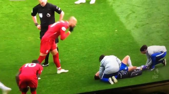 Fabinho se vide le nez sur Eden Hazard: le geste qui fait polémique en Angleterre (vidéos)
