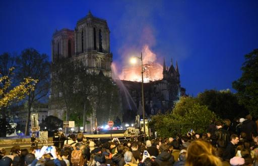 Notre-Dame en flammes: les professionnels du tourisme se désolent