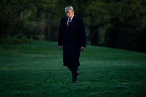 Trump fulmine contre l'enquête russe,