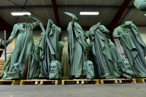 Notre-Dame: les statues échappent au sinistre, le coq de la flèche retrouvé