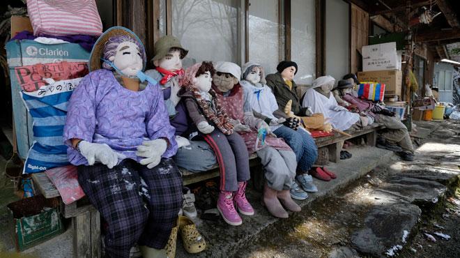Des POUPÉES disposées PARTOUT dans ce village japonais dépeuplé: un moyen pour lutter contre la solitude (photos)