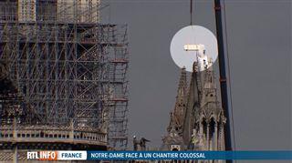 Notre-Dame de Paris- escortées par la police, les poutres belges sont arrivées, elles sont introduites au coeur de la cathédrale