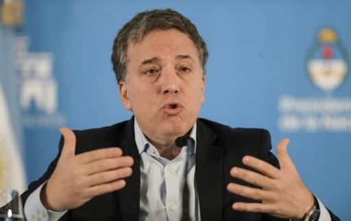 Le gouvernement tente de donner de l'air aux Argentins, étranglés par l'inflation