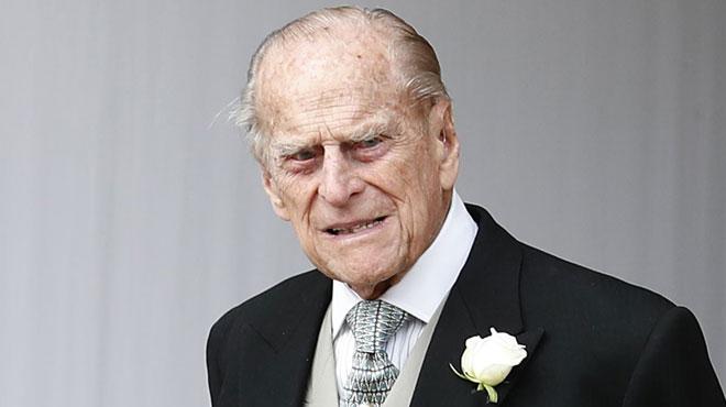 Le prince Philip, sans permis depuis son crash, surpris au volant d'une voiture: le mari de la Reine a-t-il transgressé la loi?