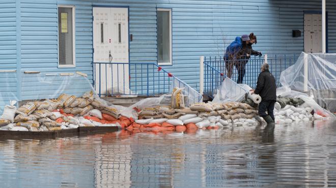 Le Canada craint des inondations record dans l'Est du pays: l'armée appelée en renfort (photos)