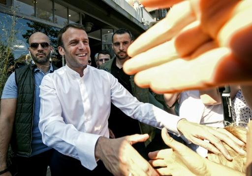 Petit bain de foule pour Emmanuel Macron au Touquet