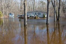 Inondations record au Canada, plus de 6.000 évacuations près de Montréal