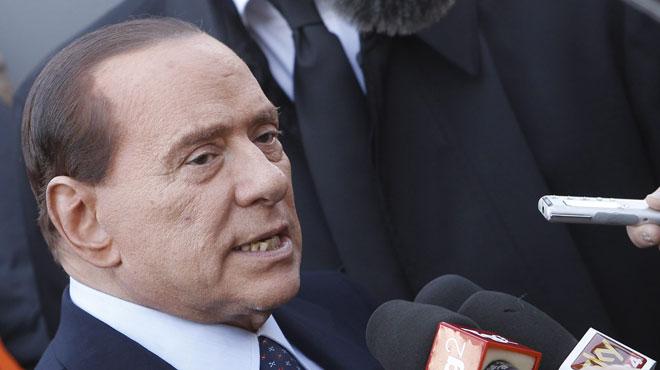 L'ex-Premier ministre italien Berlusconi opéré avec succès à Milan