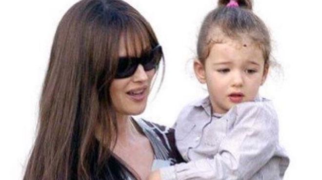 La fille de Monica Bellucci et Vincent Cassel devient égérie Dolce & Gabbana à 14 ans — Deva Cassel