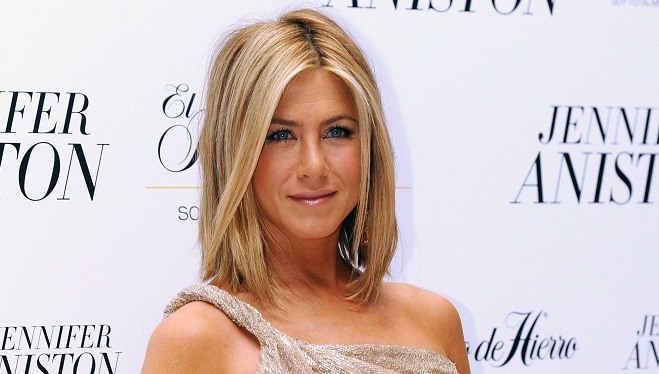 Jennifer Aniston pose topless à 50 ans et se confie sur sa vie (photo)