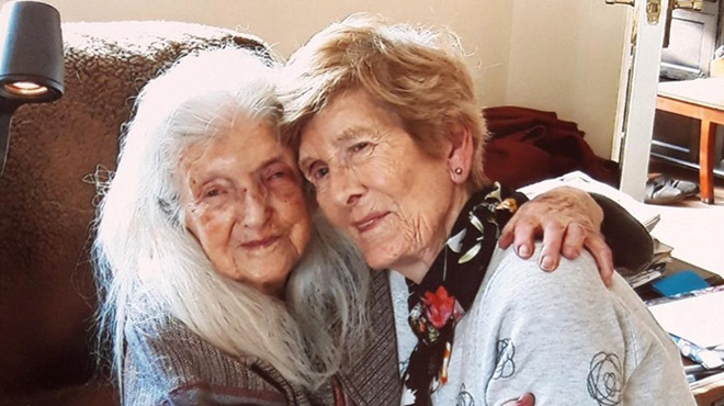 À 81 ans, elle rencontre sa mère pour la première fois — Irlande