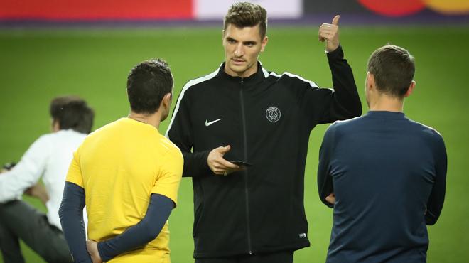 Pluie de likes, voyage à Manchester, comportement... le PSG perd patience et va se séparer de Thomas Meunier