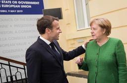 Macron assume la