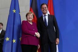 Angela Merkel assure qu'elle n'est pas disponible pour un mandat européen