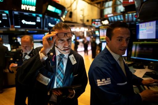Wall Street ouvre en légère hausse, aidée par Walmart et Cisco