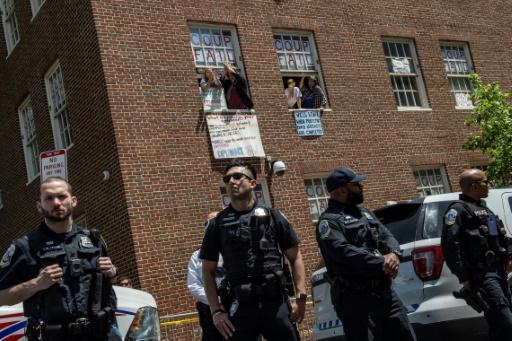 Des militants pro-Maduro délogés de l'ambassade du Venezuela à Washington