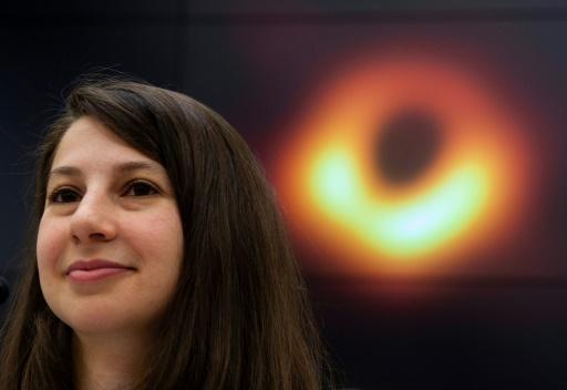 Voir le trou noir fut comme reconstituer une chanson jouée sur un piano cassé, dit Katie Bouman
