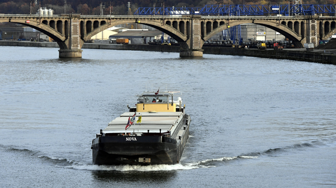 Le transport fluvial pour réduire l'empreinte écologique? De plus en plus d'entreprises belges optent pour cette option