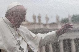 Un responsable du Vatican, accusé d'avances pressantes faites à une soeur, est blanchi