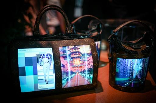 Les écrans flexibles pour smartphone s'invitent sur des sacs à main
