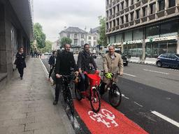 Les pistes cyclables de la rue Belliard à Bruxelles sont fin prêtes