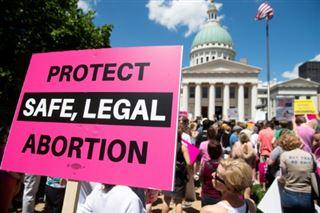Il y a 22 ans, Casey a dû sortir du Missouri pour avorter