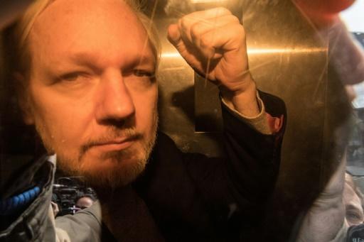 Julian Assange présente des symptômes de