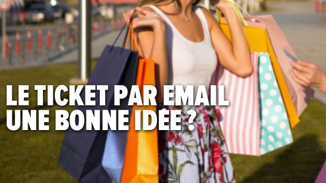 Dans un magasin, Anaïs se réjouit de recevoir le ticket de caisse par email: mais est-ce vraiment écologique et à quoi servira son adresse?