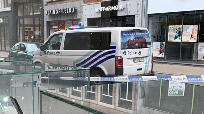 Un automobiliste fauche 2 piétons dans une rue très fréquentée à Namur: ils sont dans un état grave