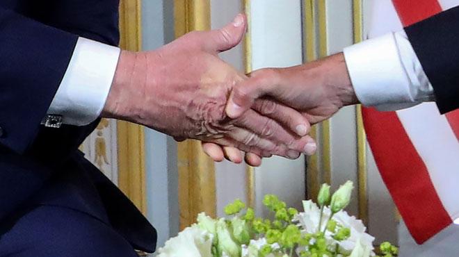 Qui a remporté la poignée de main entre Trump et Macron? L'un deux en a gardé la TRACE (photos)