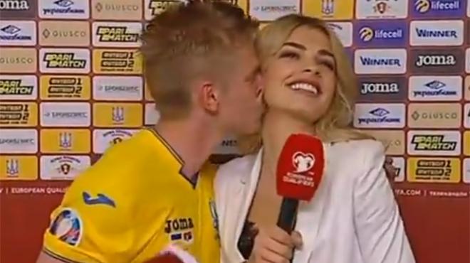 Un coéquipier de Kevin De Bruyne perd le contrôle et embrasse soudainement une journaliste (vidéo)