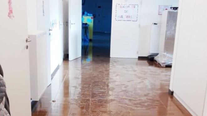 Mauvaise surprise ce matin à l'école de Bettincourt: une épaisse couche de boue recouvre le sol