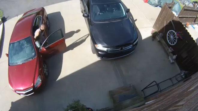 Cet homme parvient à protéger sa voiture d'une manière incroyable (vidéo)