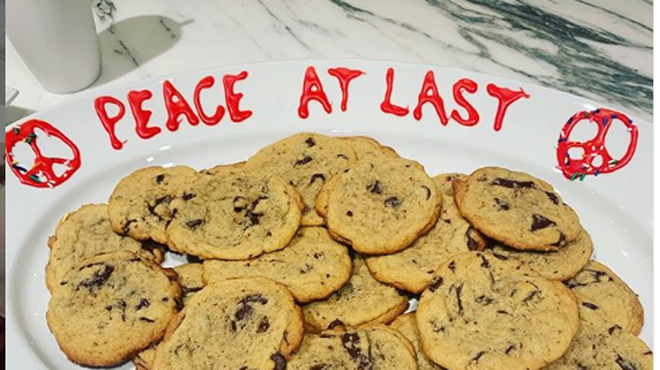 Vous ne devinerez jamais QUI a envoyé cette assiette de cookies à Katy Perry