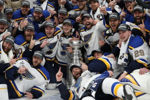 Hockey sur glace: Saint-Louis remporte sa première Coupe Stanley