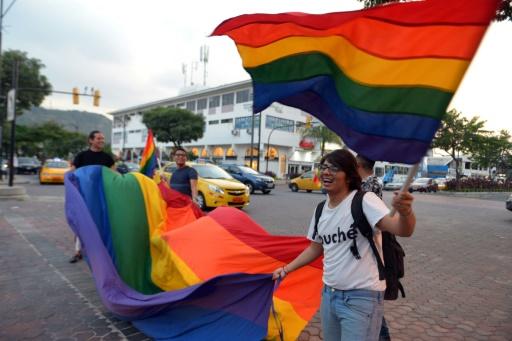 Equateur: la Cour constitutionnelle approuve le mariage homosexuel