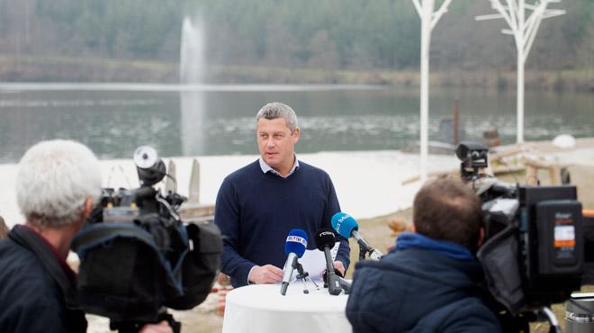 Polémique à Neufchâteau: le bourgmestre Fourny offre un apéro à deux jours d'un nouveau scrutin