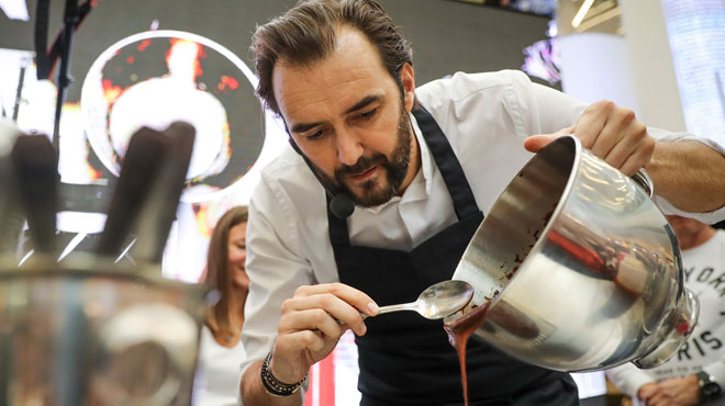 Cyril Lignac forcé de fermer son restaurant étoilé après 15 ans: il s'en prend au guide Michelin