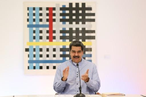 Maduro offre une guitare à Roger Waters après ses critiques sur les sanctions américaines