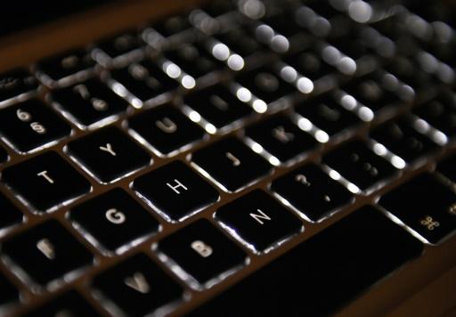 Armes, stupéfiants et faux papiers: un forum du dark web démantelé