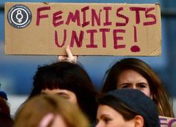Les femmes doivent être au coeur des négociations, demandent des associations féministes