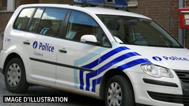 Charleroi: une femme agressée à la machette et à la scie par trois hommes dans son appartement