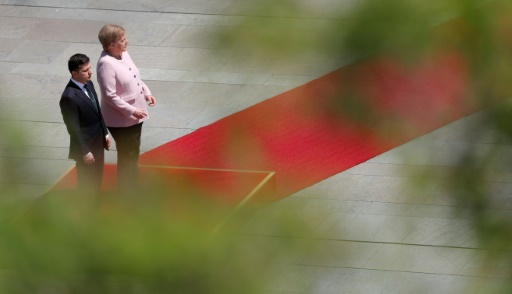 Les images impressionnantes d'Angela Merkel prise de tremblements durant une cérémonie officielle