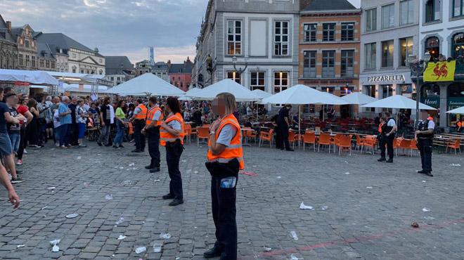 Doudou à Mons: une partie de la Grand-Place évacuée suite à une bonbonne de gaz en feu